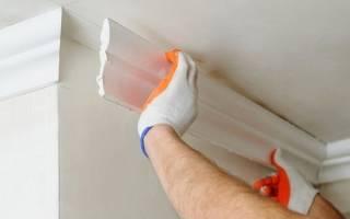 Как приклеить плинтус к натяжному потолку?