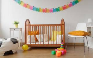 Как украсить детскую кроватку для новорожденных своими руками?