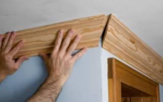 Как обрезать потолочный плинтус в углах?