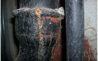 Замучил запах из унитаза канализацией, можно устранить своими силами