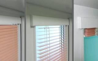 Как снять жалюзи с пластикового окна?