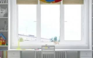 Встроенный стол у окна
