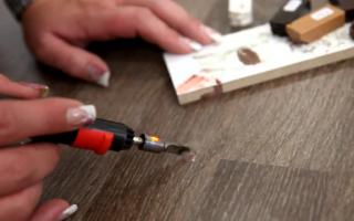 Как заделать скол на ламинате в домашних условиях?