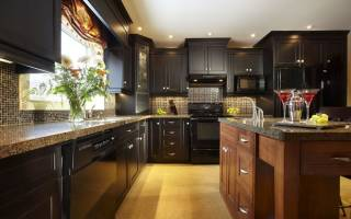 Коричневая кухня – какие обои подобрать?