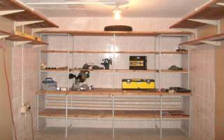 Как сделать деревянную полку в подвале?