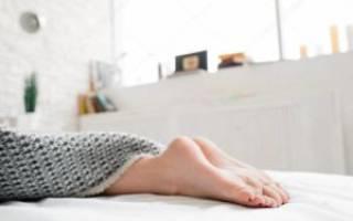 Можно ли ставить кровать ногами к двери?
