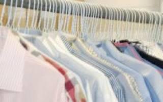 Как избавиться от запаха пота подмышками на одежде?