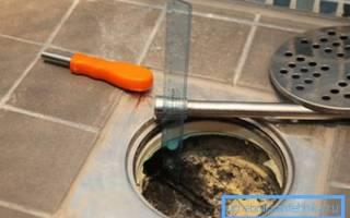 Как мы убираем туалеты и канализационные трапы в уборных