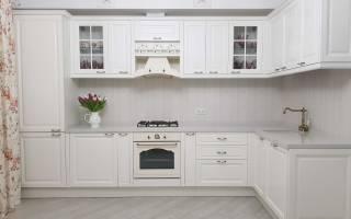 Белый кухонный гарнитур – какие сделать стены?