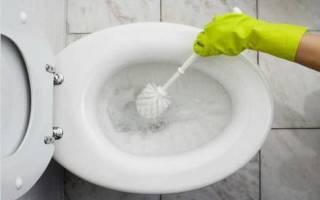Как очистить крышку унитаза от желтизны?