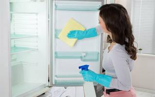 Запах в морозилке – как избавиться?