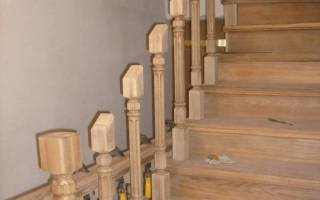 Как крепить ступени деревянной лестницы?